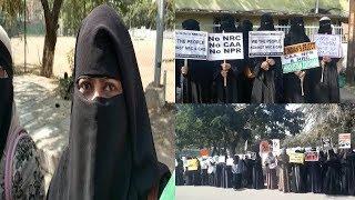 Flash Protest Against NRC And CAA | Burqa Poosh Khawateen Ko Police Ne Jabran Bada Diya |
