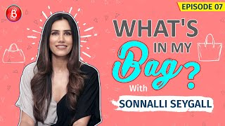 Sonnalli Seygall's Dying To Invade Legendary Actress Rekha's Bag | What's In My Bag?