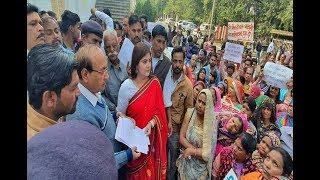 उज्जैन हीरा मिल की चाल के रहवासी मकानों का मालिकाना हक मांगने सड़क पर उतरे, नूरी खान के नेतृत्व में