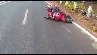 WATCH: How A Women Met With An Accident Trying To Save Rs.100 For Not Wearing Helmet!