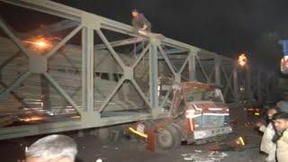 मुंबई में बड़ा हादसा, निर्माणाधीन फुट ओवरब्रिज गिरा, दो लोग घायल