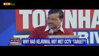 बताइए, दिल्ली के मुख्यमंत्री को ही पता नहीं कि पांच साल में 'कितना' काम हुआ...