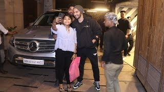 Varun Dhawan's Sweet Gesture Towards Fan | Spotted At Gym JUHU