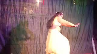 Nagin dance || नागिन डांस आपने ऐसा कभी नही देखे होंगे- पीछे उलटकर मुह में कइसे रुपया ले रही हैdancer