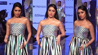 Shraddha kapoor On Ramp In LFW SR 2020 | News Remind