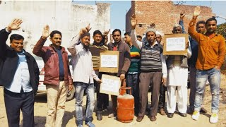 गैस सिलेंडर की बढ़ी कीमतो के विरोध में प्रदर्शन