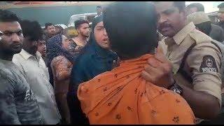 Khatoon Ke Saath Auto  Driver Ne Ki Chheed Chhaad | Hyderabad Towlichowki | @ SACH NEWS |