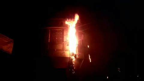 गांधी मैदान के निकट श्री राम पैलेस से सटे बिजली के खम्भे में आग लगी।