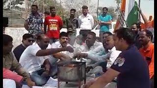 MLA राजवर्धन सिंह के बागी होने पर उनके ऑफिस के बाहर कांग्रेसियों ने किया सद्बुद्धि यज्ञ। #bn #Dhar