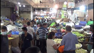 WATCH: People Crowd In Market Area For Groceries; Authorities Helpless!