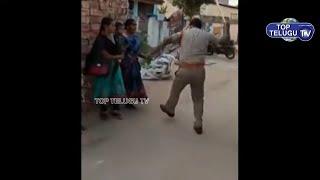 ఆడవాళ్లపై పోలీస్ లాఠీ! ఇంట్లో ఉన్న వారిపై | Police Protection Gone Wrong Way | Lockdown india