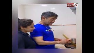 LOCKDOWN : बेटियों संग खाना पका रहे हैं महेश, सई मांजरेकर ने शेयर किया Video