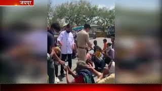 Jaipur |  बेसहारों का सहारा बने Bhamashah, गरीब, बेसहारा लोगों को बांटे food के पैकेट