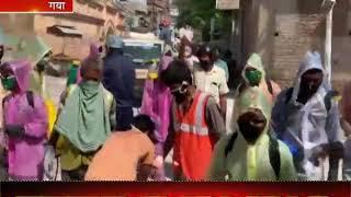 Gaya | सफाईकर्मियों का लोगों ने पुष्प वर्षा कर किया स्वागत