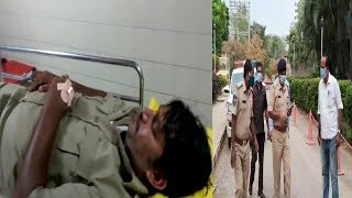 Boys Beats Police In Hyderabad Old City Chandrayangutta | Police Constable Ko Padi Marr |