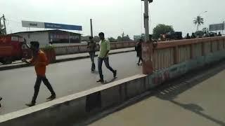 ગુજરાત મા લોકો પગ પાળા ચાલ્યા વતન, સુરત નો વિડીયો આવ્યો સામેં
