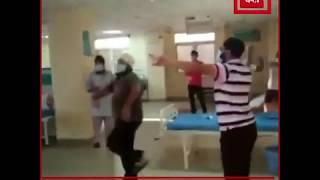 Positive India : दिल्ली के अस्पताल में कोरोना मरीजों का डांस, मेडिकल स्टाफ ने दिया साथ