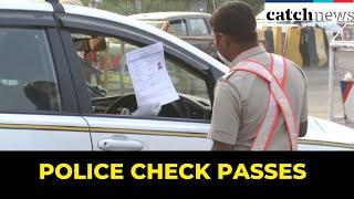 COVID-19 Lockdown: Police Check Passes To Control Vehicular  Movement At Delhi-Gurugram Border