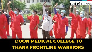 IAF Choppers Shower Flower Petals On Doon Medical College To Thank Frontline Warriors | Catch News
