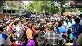 दिल्ली में शराब की दुकानों पर हालात बेकाबू, वसंत विहार में उमड़ी भीड़