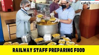 Railway Staff Preparing Food For Migrant Workers At Moradabad's IRCTC Kitchen | Catch News