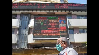 Sensex ends 25 pts lower, Nifty holds above 9,100; bank stocks tumble