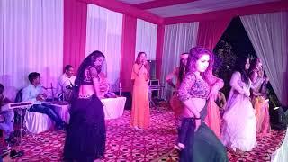 Karihaiya a gori hilor mare singer kavya krishnmurti# dekhiye kase dance ki desi andaj me