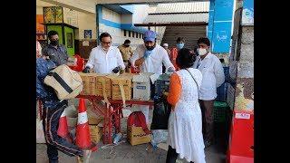 सांसद रवि किशन मुंबई से गोरखपुर ट्रेन से जा रहे लोगों को भोजन पानी देकर किये विदा बोरीवली स्टेशन से
