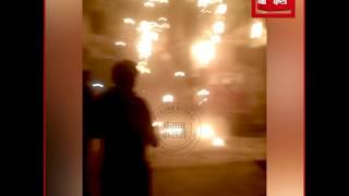 बिजली के पोल से शॉर्ट सर्किट के कारण तारों में लगी आग, मची अफरा-तफरी