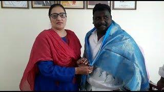 Musalman Ki Lash Ko Hindu Shamshan Ghat Me jagah Denay Wala Ye Leader   Uzma Shakir Meets  