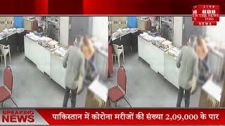 Andhra Pradesh में ऑफिसर ने महिला की पिटाई की Viral Video हुआ