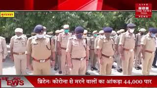 वरिष्ठ पुलिस अधीक्षक एवं अन्य कर्मचारियों द्वारा कानपुर में शहीद हुए पुलिसकर्मियों को श्रद्धांजलि