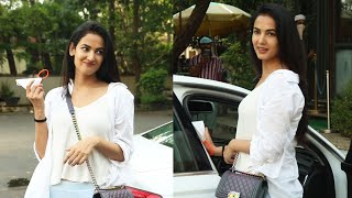 Beautiful Sonal Chouhan Spotted At Versova - Watch Video