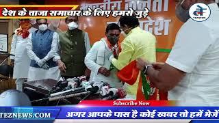 नारायण पटेल भाजपा में शामिल खंडवा में भाजपा नेताओं ने मिठाई बांटी, घर पर लगाया भाजपा का झंडा