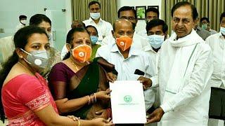 CM KCR Meets Colnel Santosh Babu Family | Santosh Babu Wife Santhoshi | Top Telugu TV