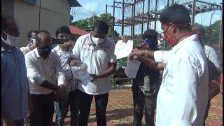 Cong burn copies of electricity bills; demands govt to waive off power bills during lockdown period