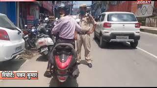 4 AUG 12  बिना नंबर प्लेट घूम रहे दोपहिया वाहनों पर पुलिस ने कार्रवाई करते हुए काटे  चालान