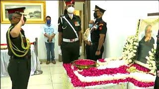 तीनों सेना प्रमुख ने पूर्व राष्ट्रपति प्रणब मुखर्जी को दी श्रद्धांजलि