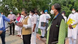 Congress MPs protesting in front Gandhi statue on the China issue