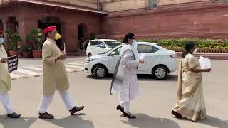Opposition parties stage joint protest in Parliament premises over farm bills
