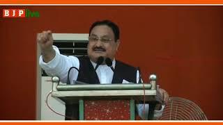 कांग्रेस के नेता शशि थरूर ने पाकिस्तान के मंच पर जाकर भारत को गाली दी और पाकिस्तान की तारीफ की।