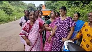 Angry #Assagao village women stop road work after water pipeline damage