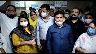 दिल्ली: रेप पीड़िता से मिलने अस्पताल पहुंचे कांग्रेस नेता, बच्ची को रेफर करने की मांग