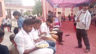 सिद्धार्थनगर: नवरात्रि में नगरपालिका अध्यक्ष ने श्रद्धालुओं में किया प्रसाद का वितरण