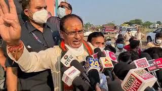 उपचुनाव : हम हक़ की बात करते है कांग्रेस नेता हमें गाली देते है - शिवराज सिंह चौहान