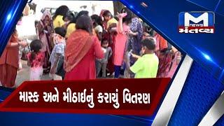 Ahmedabad: રોટરી ક્લબ દ્વારા જરૂરિયાતમંદ લોકોને માસ્ક અને મીઠાઈનું કરાયું  વિતરણ