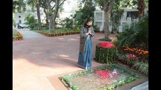 Congress President Smt. Sonia Gandhi pays homage to Smt Indira Gandhi at Indira Gandhi memorial