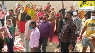 बुराड़ी विधानसभा के वेस्ट कमल विहार में बिजली पानी की समस्या को लेकर लोग उतरे सड़कों पर