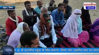ग्राम मुरावली के पंचायत भवन में लैपटॉप के माध्यम से किसान सम्मेलन को सुनने के ग्रामवासी उपस्थित रहे।