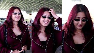 Dhvani Bhanushali Very Cute Reply To Media. Red colour ekdum suit ho raha hai Madam